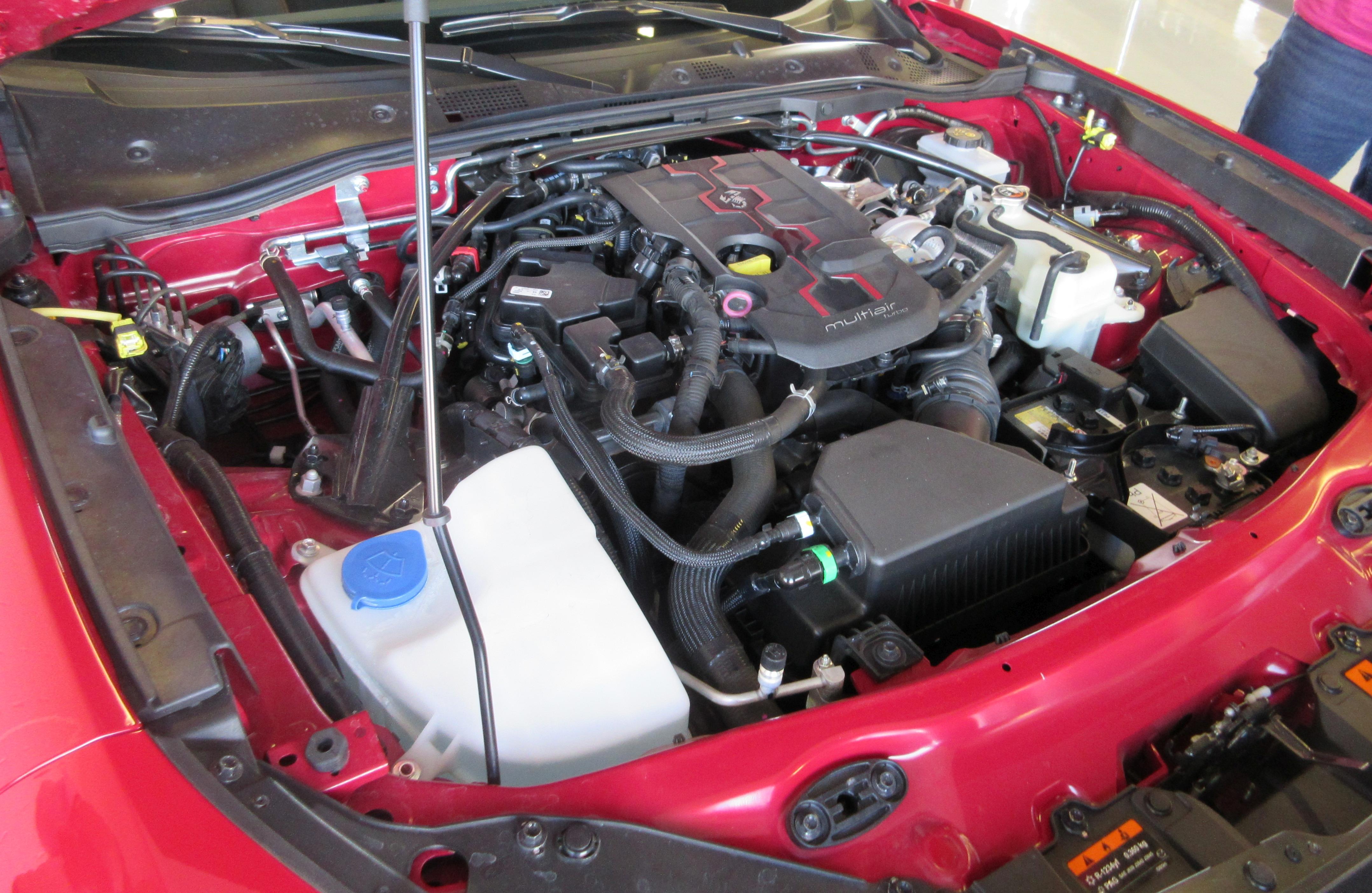 Abarth 124 spider twinair engine